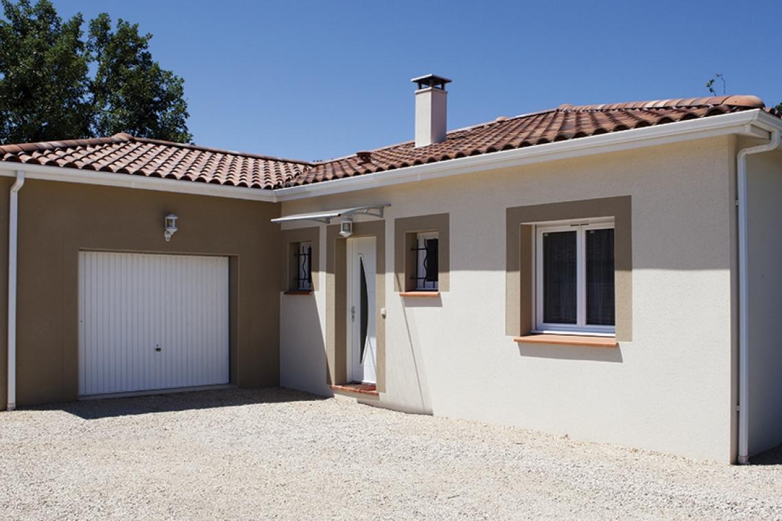 Maison en l alliant tradition et modernit fronton 31 for Maison en l