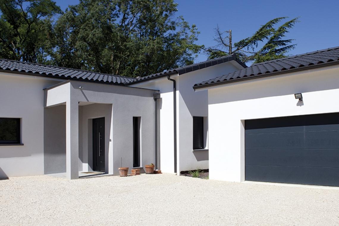 belle maison moderne aux lignes contemporaines montauban. Black Bedroom Furniture Sets. Home Design Ideas